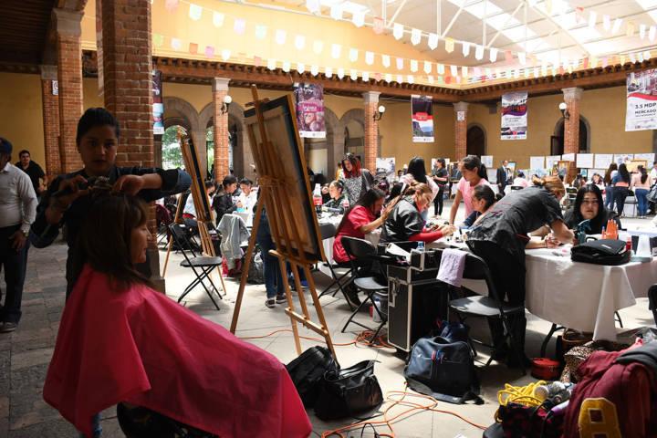 Beneficia en Tlaxco a mil mujeres con la Feria de Servicios