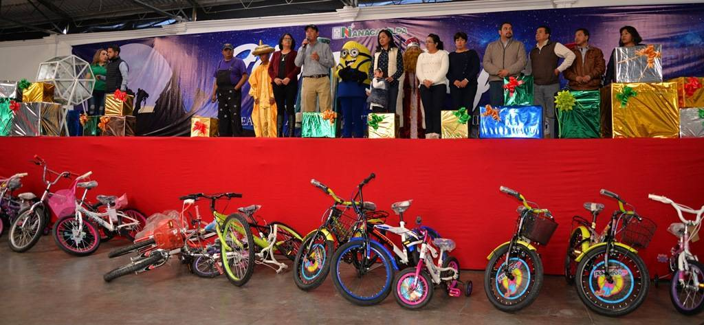 Ayuntamiento y SMDIF celebran a los niños en el Día de Reyes