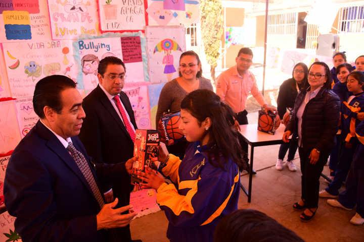 Declaran en Tlaxco a telesecundaria José Soledad Hernandez escuela saludable