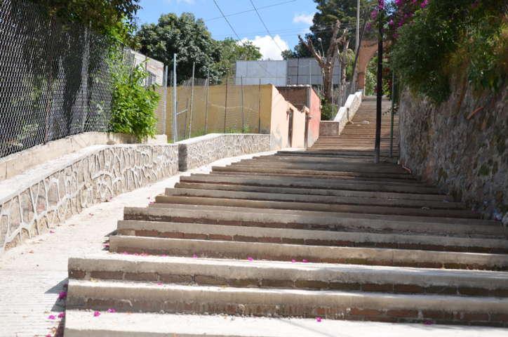 Concluirán a mediados de noviembre rehabilitación en Calzada San Gabriel
