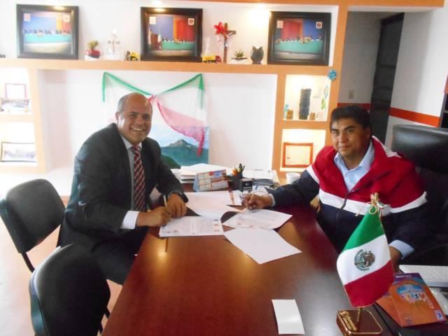 Alcalde de Sta. Cruz Tlaxcala y Cuaxomulco ejecutaran obra entre ambos municipios