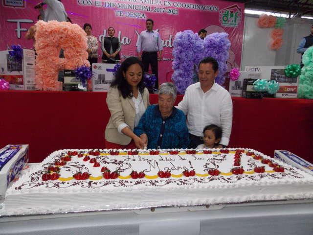 "Celebra Nanacamilpa con magno Evento ""Día de las Madres"""