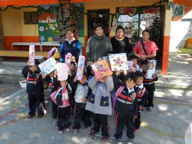 Convive Fabiola Rosas con infantes con motivo del Día de Reyes