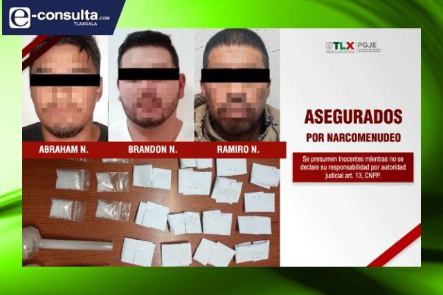 Detienen a tres narcomenudistas en la carretera federal Calpulalpan-Ápan