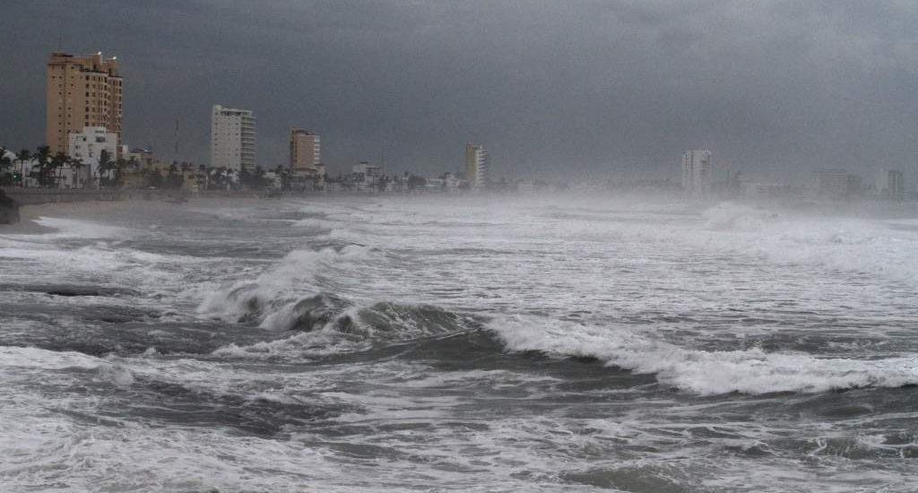 Los remanentes de Norbert en el Océano Pacífico se reorganizaron nuevamente para formar una depresión tropical