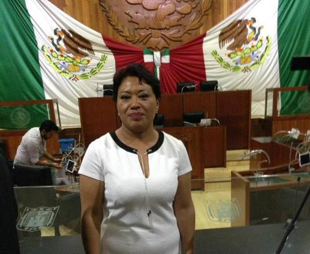 Dulce María a favor de aplicar sanciones a diputados ausentes