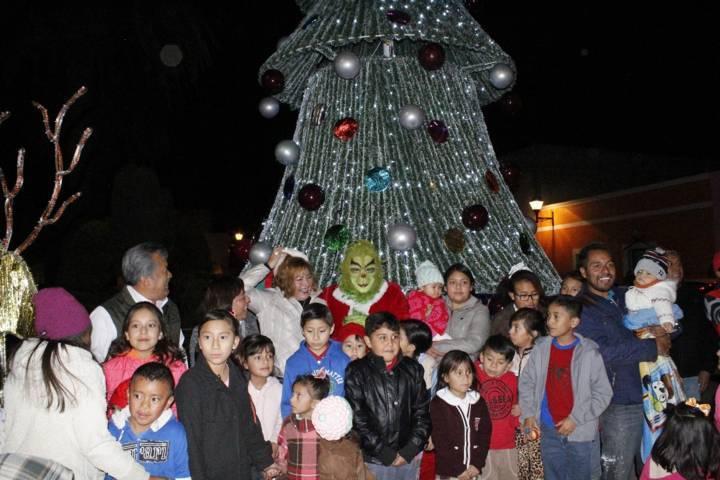 Con el encendido del Árbol de Navidad sirva para que reflexionemos: alcalde