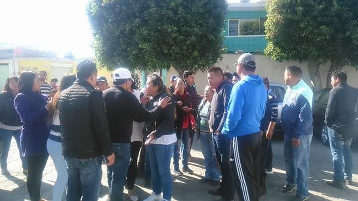 Cierran pobladores presidencia municipal de Acuamanala