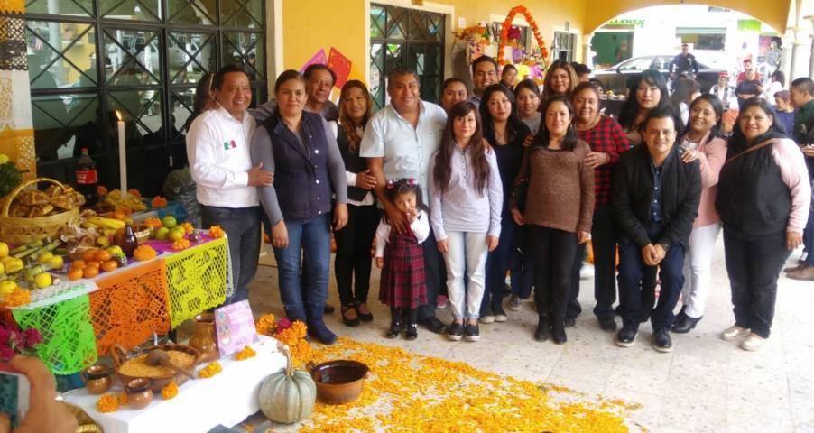 Alcalde encabezó la 2da Exposición de Ofrendas en el Día de Muertos