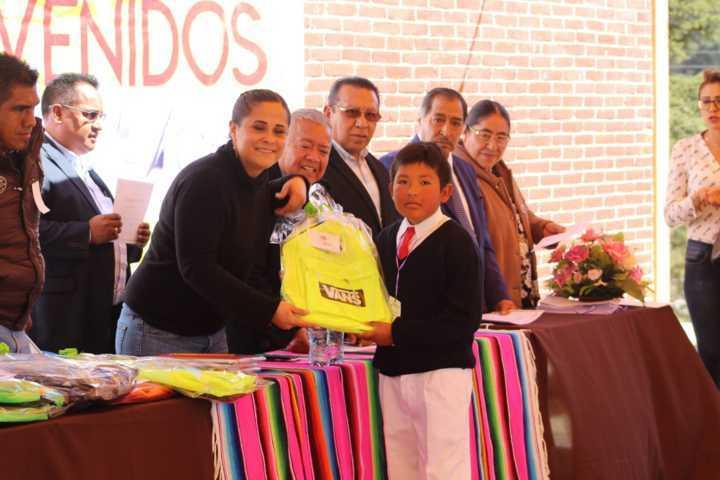 Diputada todo terreno busca incentivar la lectura en Tlaxco