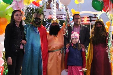 Llegaron los Reyes Magos a Españita llevando alegría a niños