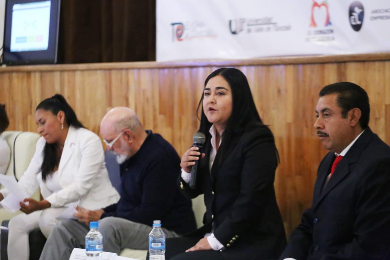 Anabel Alvarado demuestra conocimiento y experiencia en foro de Coparmex