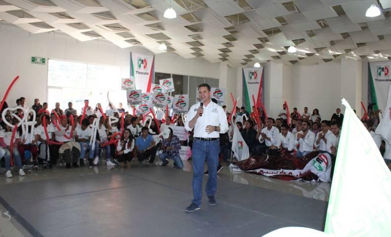Realizó José Manuel Romero Coello intensa gira de trabajo con jóvenes de Tlaxcala