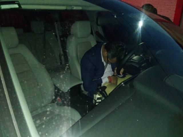 Periodista borracho se duerme al volante y se impacta en obra