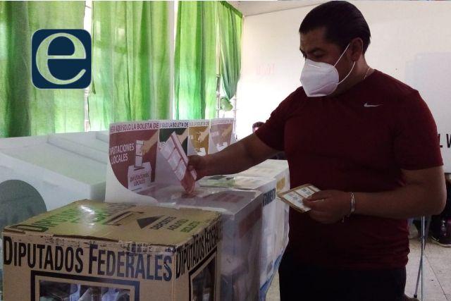 Eddy Roldán emite su voto; la gente expresa su voluntad en Contla