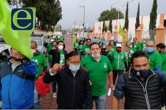 Efraín Flores Hernández lo acusan de utilizar personal oficial para hacer campaña