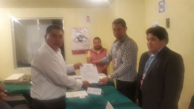 Recibe Eloy Reyes  constancia como alcalde electo de Apetatitlán