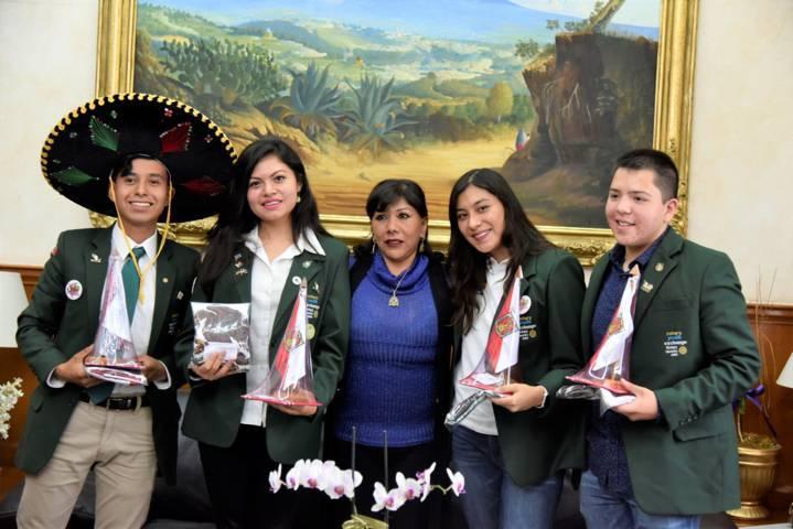 Respalda Anabell Ávalos a embajadores culturales de Tlaxcala