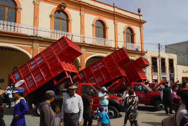 Alcalde de Calpulalpan mejora el servicio de recolección de basura con 3 unidades