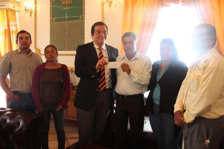 Habitantes de Ampliación Felipe Carrillo Puerto reciben apoyo económico
