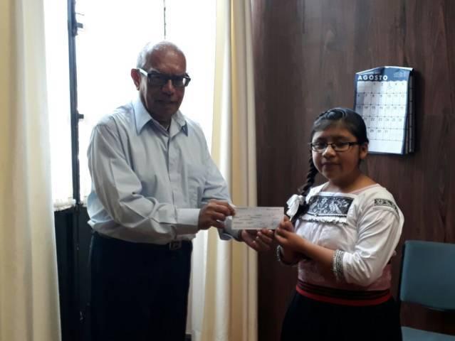 Ayuntamiento entrega apoyo económico al coro Soles Yuhmu de Ixtenco