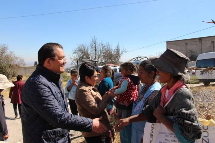 Ayuntamiento y SMDIF entregan apoyos invernales a grupos vulnerables