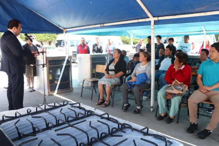 Alcalde apoya la economía de las familias con estufas de gas y ecológicas a bajo costo