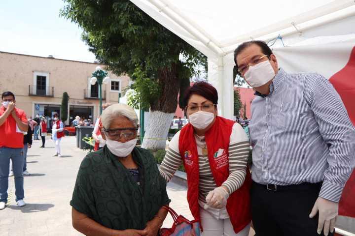 Entregan en Huamantla 2 mil botellitas y 100 litros de gel antibacterial