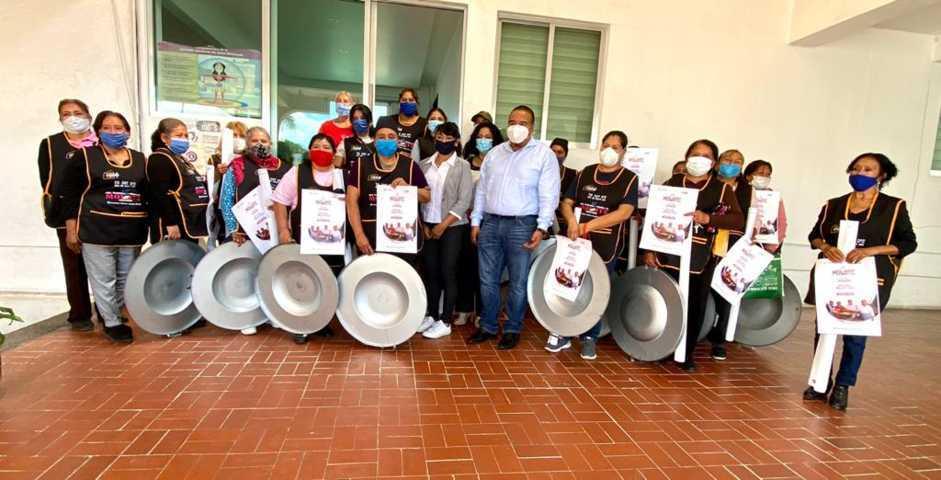 Entrega Badillo Jaramillo apoyo económico y kits a productoras de molote