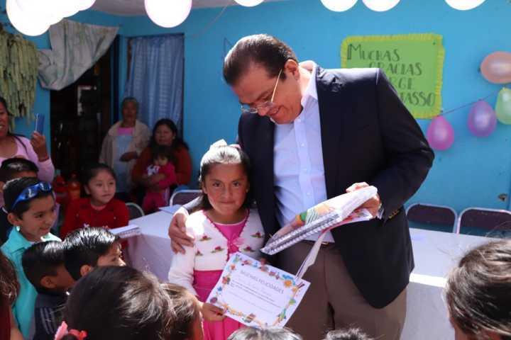 Sánchez Jasso entregó Kits escolares a niños de Mariano Matamoros