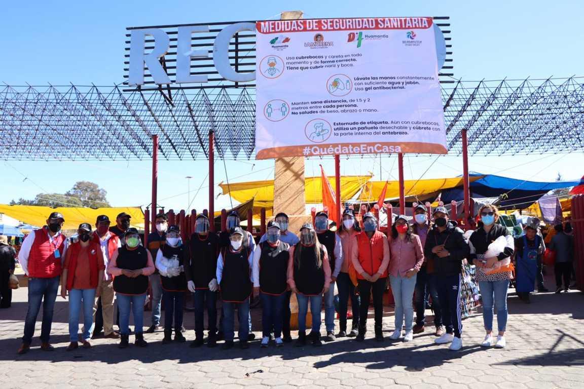 Suman esfuerzos Gobierno de Huamantla y sector empresarial para dotar de kits sanitarios a tianguistas y población en general.