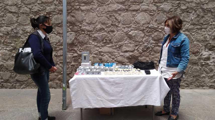 Apoya Alcalde de Huamantla con material eléctrico a escuela primaria de Acasillados San Martín Notario