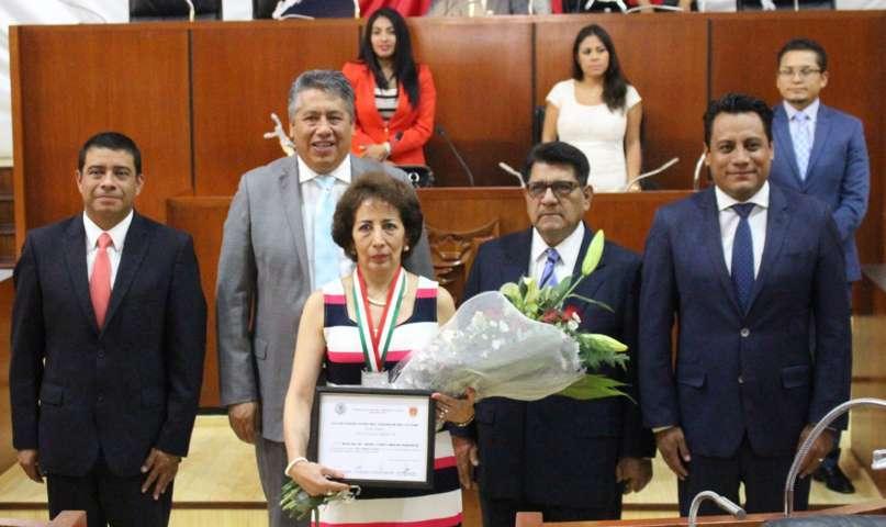 """Otorga Congreso presea """"José   Arámburu Garreta""""  a la maestra María Andrea Olimpia Guevara"""