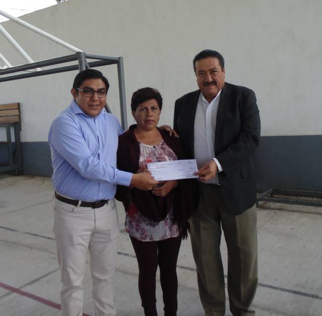 Entrega Gobierno Estatal y de Totolac vales para 12 obras del Programa FISE 2017