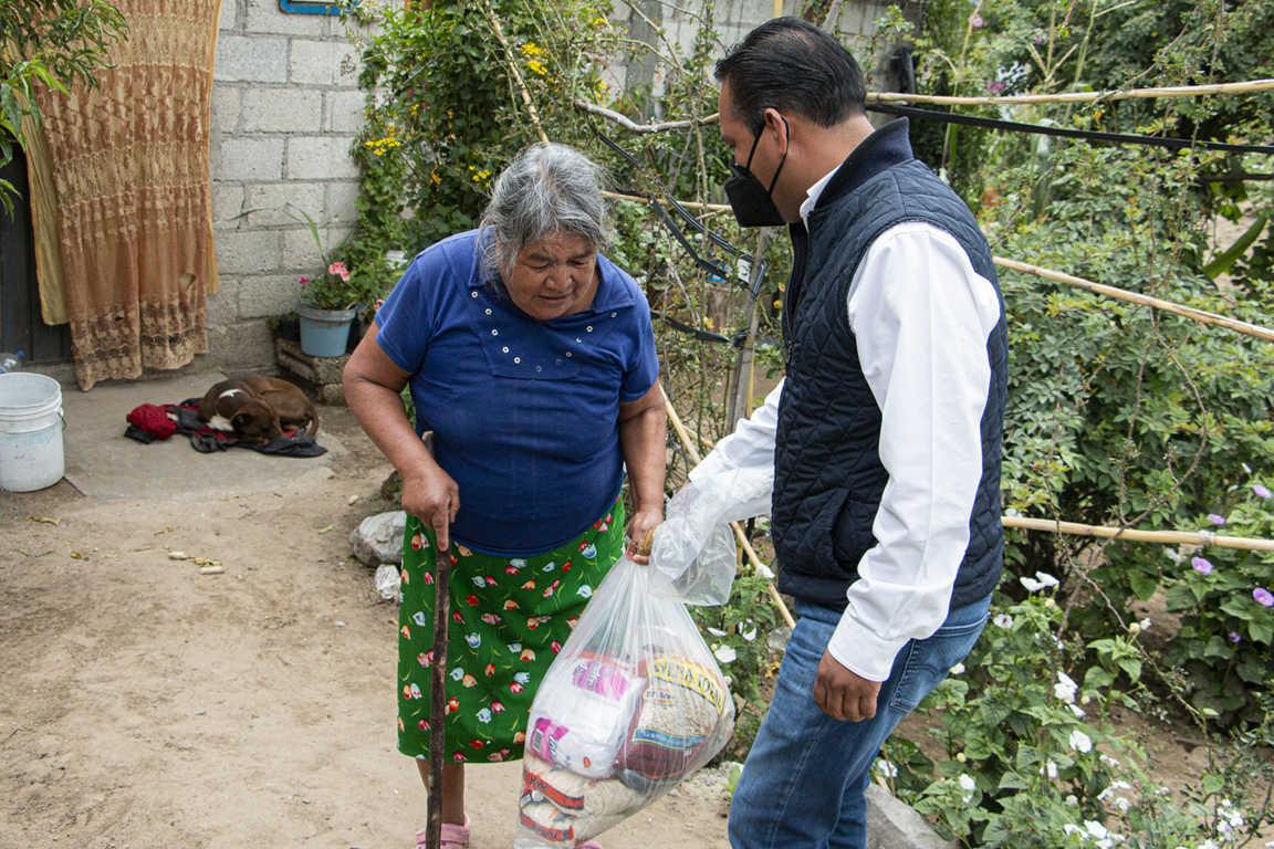 Entrega PGJE despensas a familias vulnerables por Covid-19