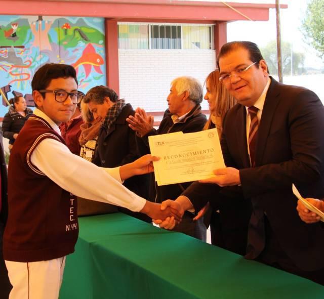 Alcalde entrega reconocimientos a Escoltas ganadoras del XVII concurso