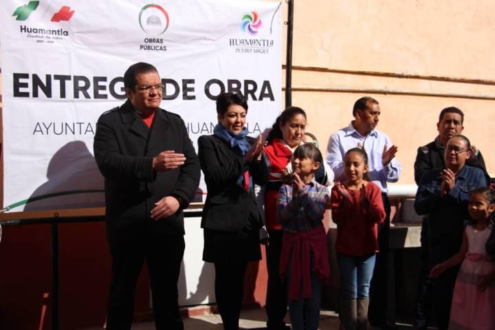 Alcalde cumple promesa entrega techumbre a primaria Benito Juárez