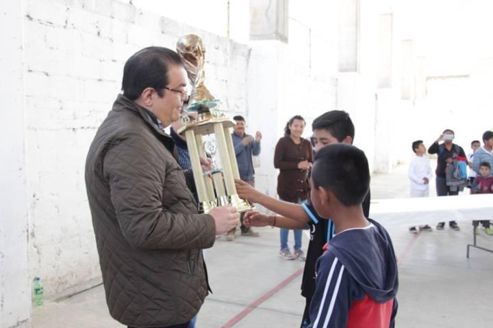 Alcalde impulsa el deporte en niños y jóvenes con torneo de futbol amateur