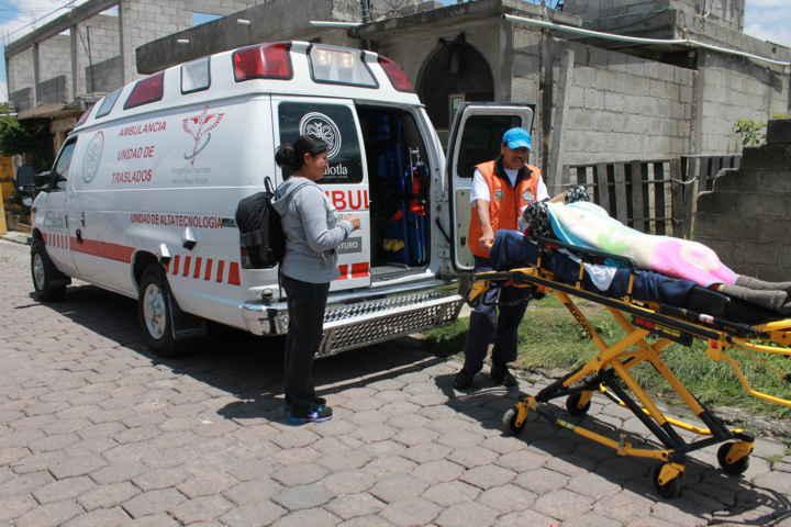 Beneficiadas 800 personas de Papalotla con traslados médicos