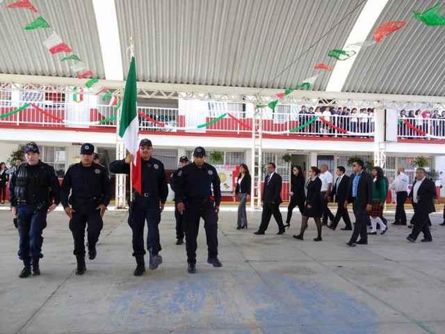 Colocan Bando de Fiestas Patrias en Papalotla