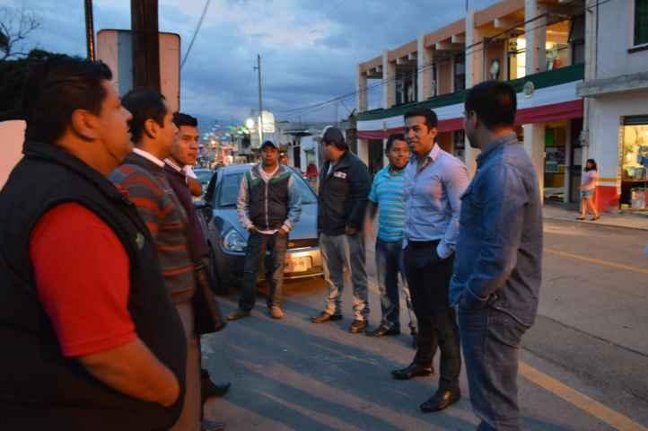 Bladimir Zainos entregó apoyos monetarios para contribuir con tradiciones en Tepeyanco