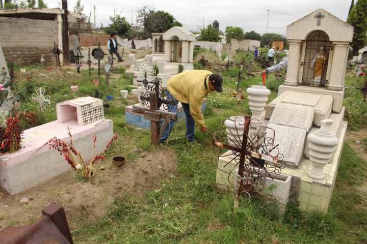 Ayuntamiento de Tepetitla realiza mejoras en panteones