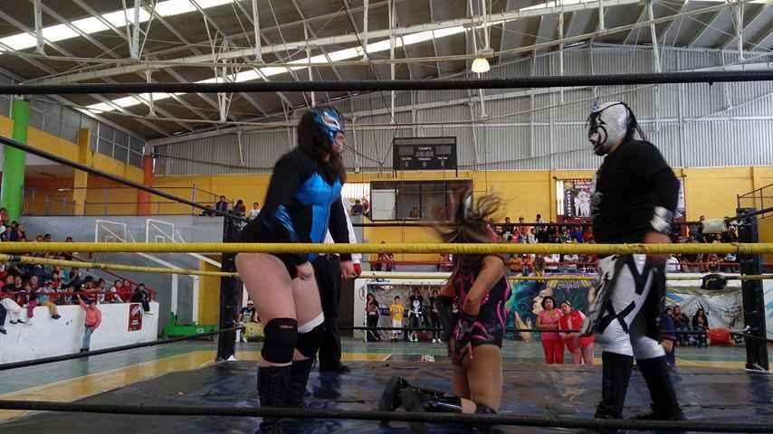 Presentan Función de lucha libre en la Feria de Calpulalpan 2016