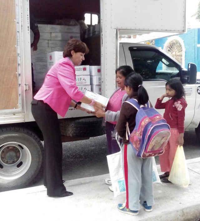 Beneficia SMDIF a más de mil familias en Huamantla