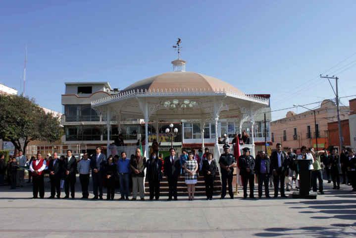 Reafirma H. Ayuntamiento de Calpulalpan su identidad con la Bandera Nacional