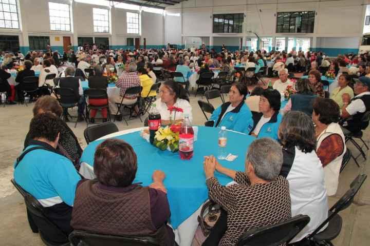 Reconoce Alcalde de Totolac labor de abuelitos en la formación de ciudadanos