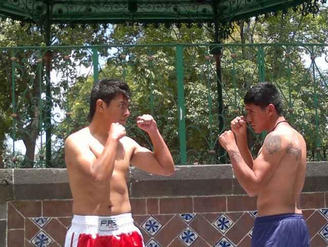 Atractivas peleas de box en Atempan