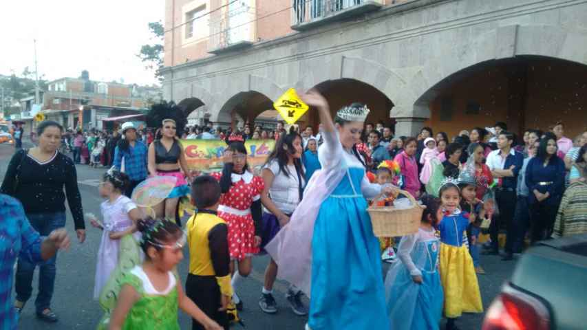 Con un desfile inicio el carnaval Zacualpan 2016
