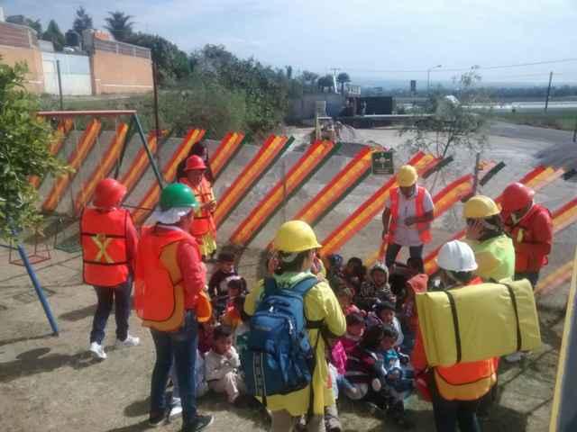 PC Municipal salvan a 30 niños en simulacro de incendio