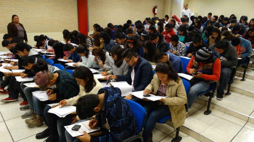 Jóvenes realizaron su exámen de admisión en la UPTx